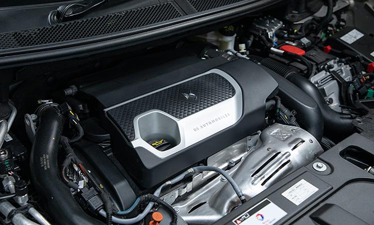 <p>エンジンは1.6ℓの直4ターボを搭載。エンジン単体での出力は200PSで、全長4590mmのSUVとしては標準的な数値となっている。</p>