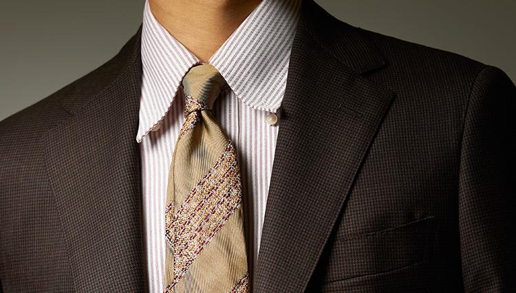 いかにも初秋が似合いそうな「アースカラー」のネクタイとは?