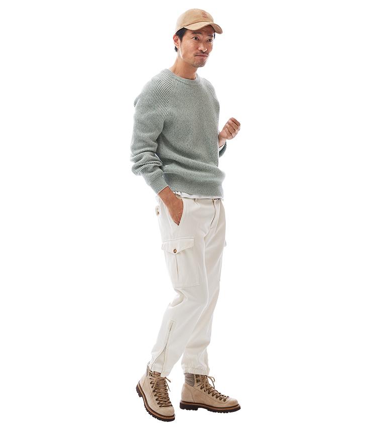 大人カジュアルの立役者に上品カーゴを活用する、ブルネロ クチネリのカーゴパンツ モデル着用画像