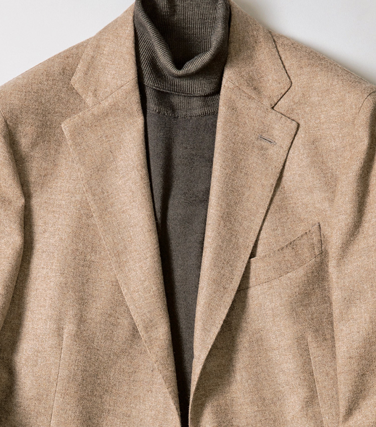 <p><b>[STYLE3]今季はニュアンスグレーで好感度UP</b><br /> 「いつもならベージュのジャケットに黒のインナーを選びがちですが、今季はベージュがかったニュアンスグレーが◎。品良くなじみ、洒落っ気もアップするので、好感度の高い着こなしに」</p>