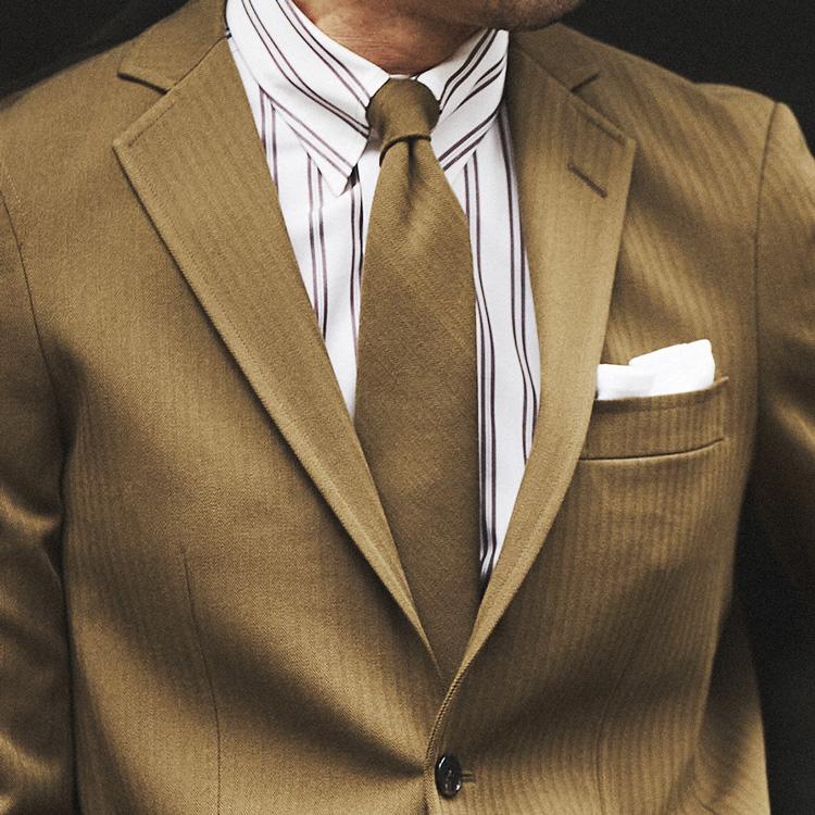 ネクタイを選ばずに済む、スーツ×タイのセットアップとは?【1分で出来る胸元お洒落】