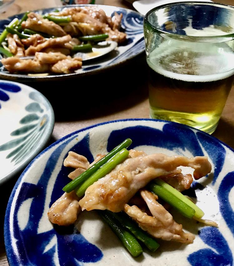 <p>11. 黒胡椒がピリッとして、ビールと白いご飯と相性抜群!</p>
