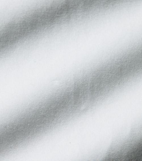 <p><strong>2.張りのあるブロード</strong><br /> 生地は両作ともギザ綿の120双ブロード。</p>