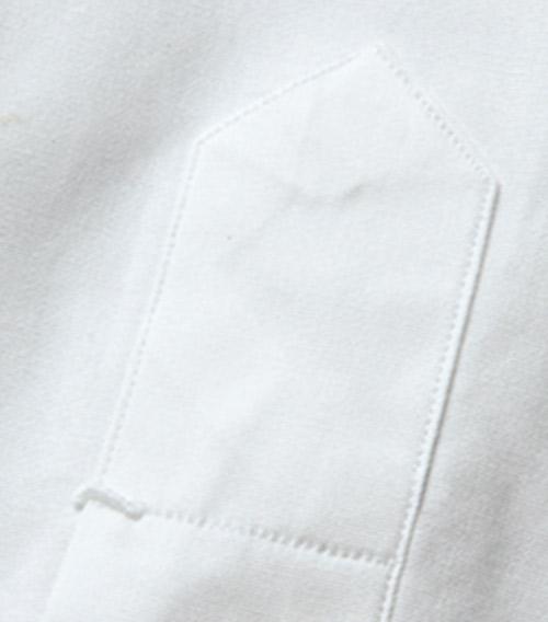 <p><strong>4.手縫いのカンヌキ留め</strong><br /> さりげない部分こそ手縫いに。</p>