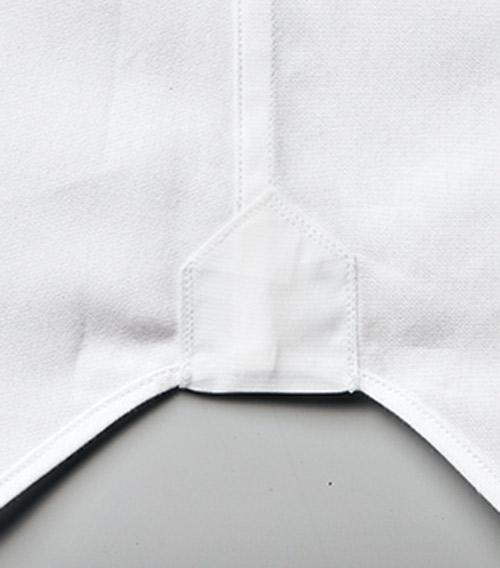 <p><strong>5.究極までに巻きが細かく均一</strong><br /> 肌当たりをよくするため、サイドや裾の巻きは極めて細く。</p>
