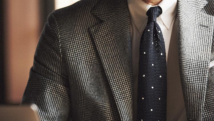 「ニットタイ」を選ぶだけで、堅苦しすぎるネクタイ姿が和らぎます