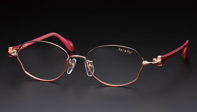 大人の女性には、本格派のメガネをおススメしたい【本格眼鏡大全】