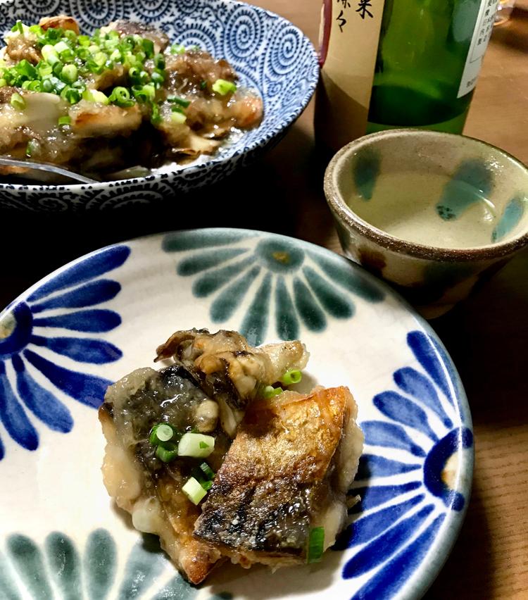 <p>12. カリッと焼いた鯖と舞茸に、ちょっと甘い餡が絡んで美味。こちらもお酒にぴったり。温燗が飲みたくなる一品!</p>