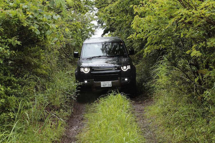 """ランドローバーの人気SUV、ディフェンダーのディーゼルが""""ストレート6""""な訳"""